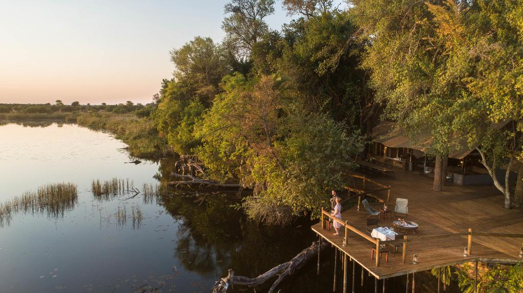 Deck in der Xugana Island Lodge in Botswana | Abendsonne Afrika