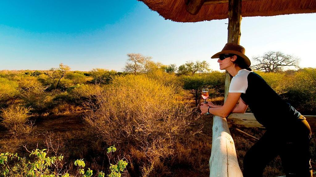 Sundowner in der Kubu Safari Lodge, Südafrika | Abendsonne Afrika