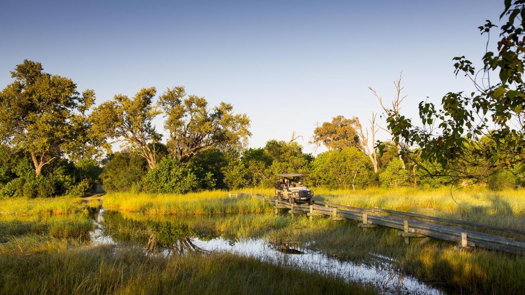 Wildbeobachtungsfahrt im The Jackal and Hide in Botswana | Abendsonne Afrika