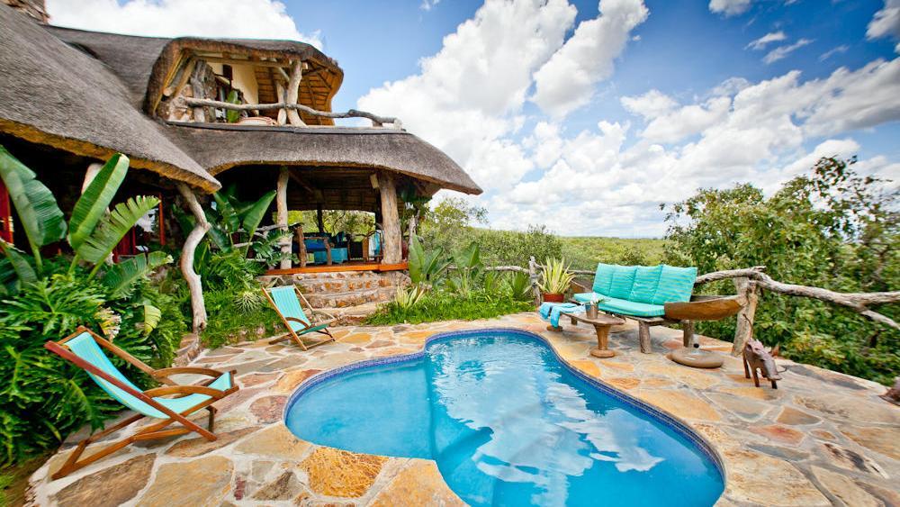 Blick auf die Ant´s Hill Lodge in Südafrika   Abendsonne Afrika