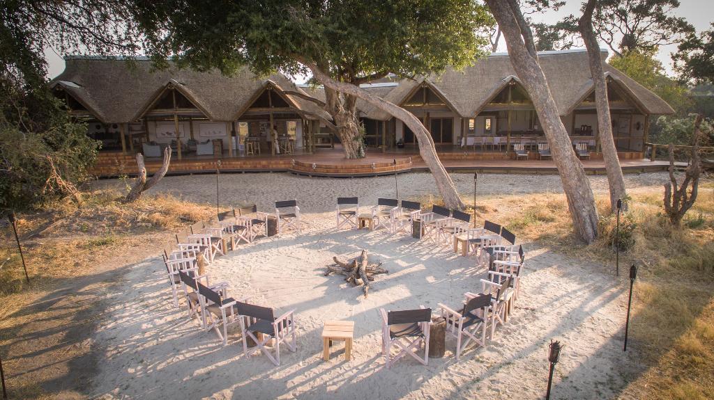 Haupgebäudes des Splash Camps in Botswana | Abendsonne Afrika
