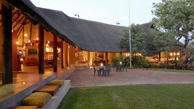 !Uris Safari Lodge Namibia | Abendsonne Afrika