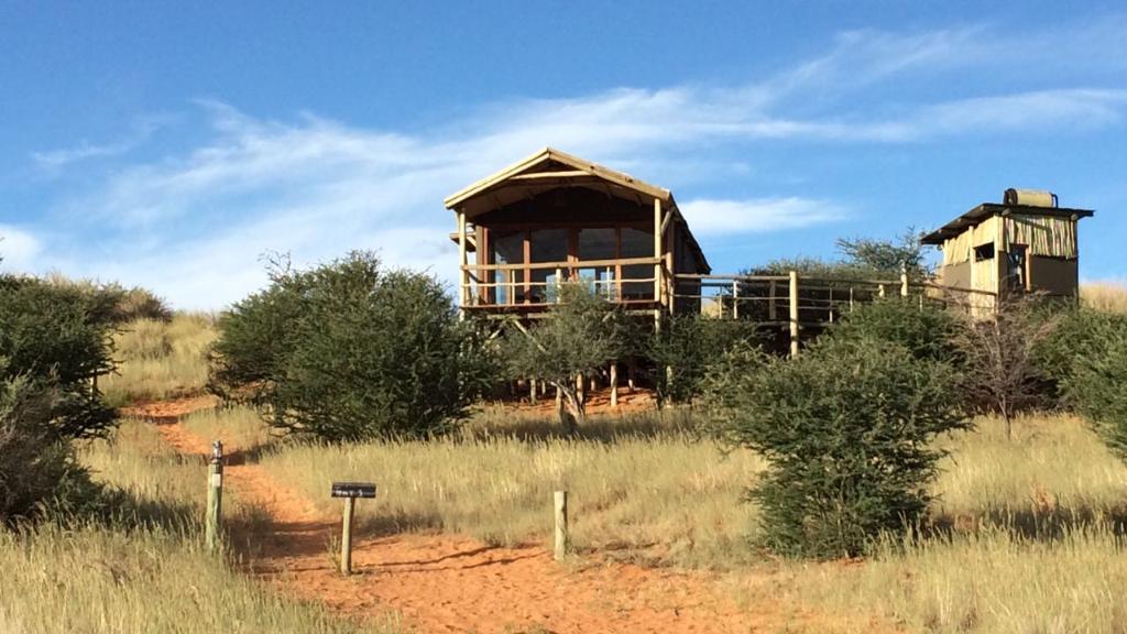 Chalet der Teufelskrallen Tented Lodge in Namibia | Abendsonne Afrika