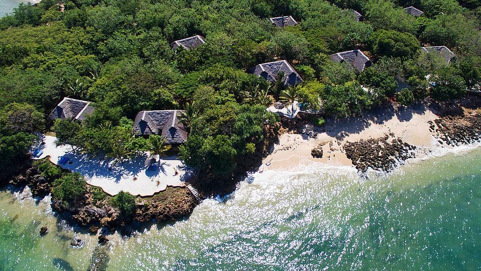 Blick auf die Fumba Beach Lodge in Tansania | Abendsonne Afrika