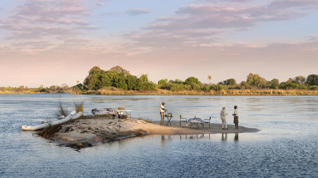 Sundowner in der Thorntree River Lodge in Sambia | Abendsonne Afrika