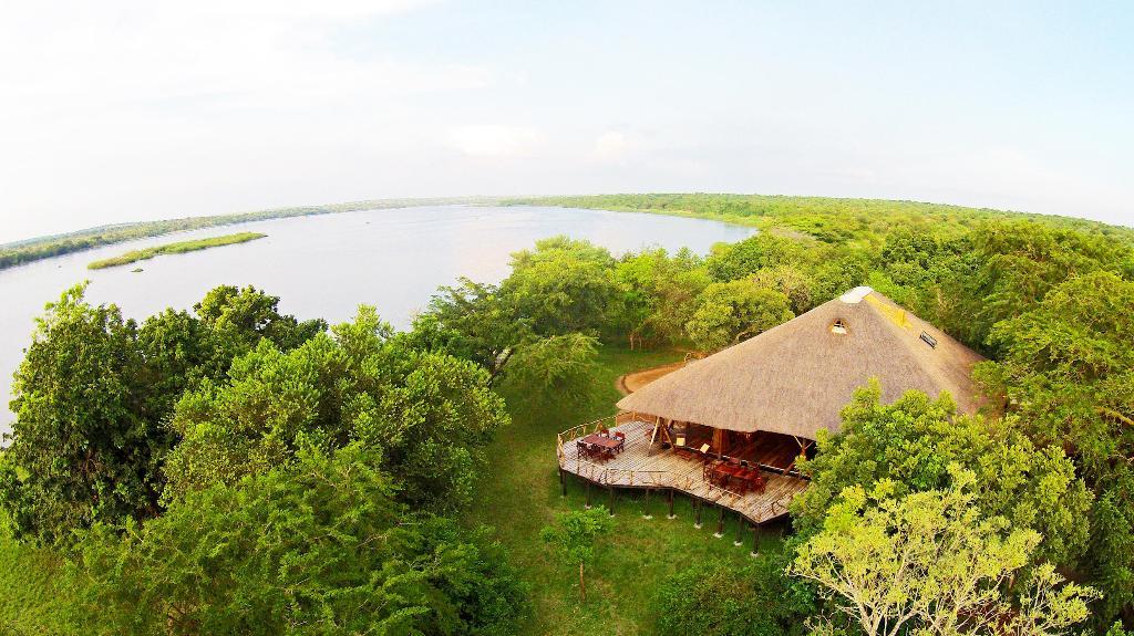 Blick auf die Bakers Lodge in Uganda | Abendsonne Afrika