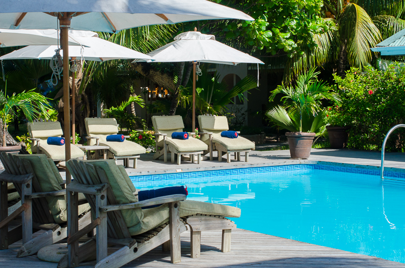 Pool der Indian Ocean Lodge auf den Seychellen   Abendsonne Afrika