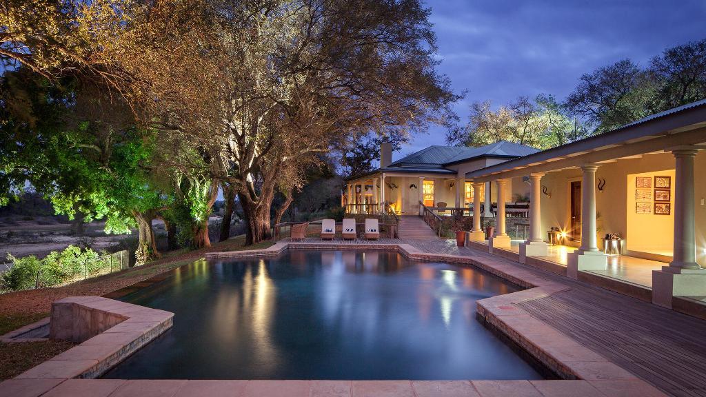 Pool im Rattray's Camp in Südafrika | Abendsonne Afrika
