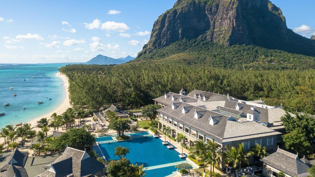 Blick auf das St. Regis Mauritius Resort auf Mauritius | Abendsonne Afrika