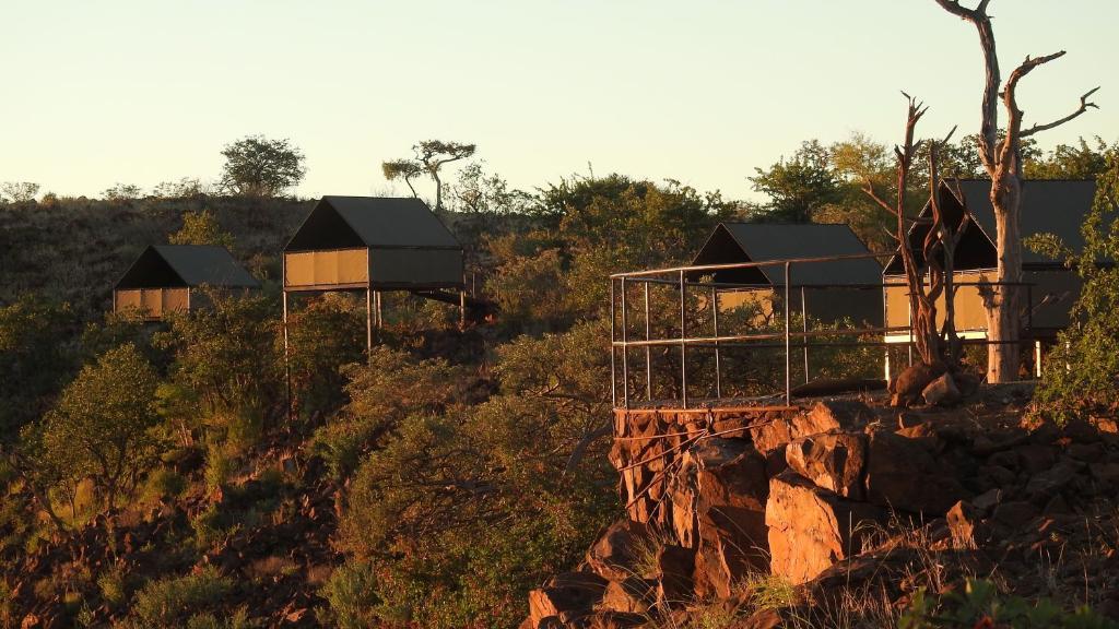 Wandercamp von Etendeka in Namibia | Abendsonne Afrika