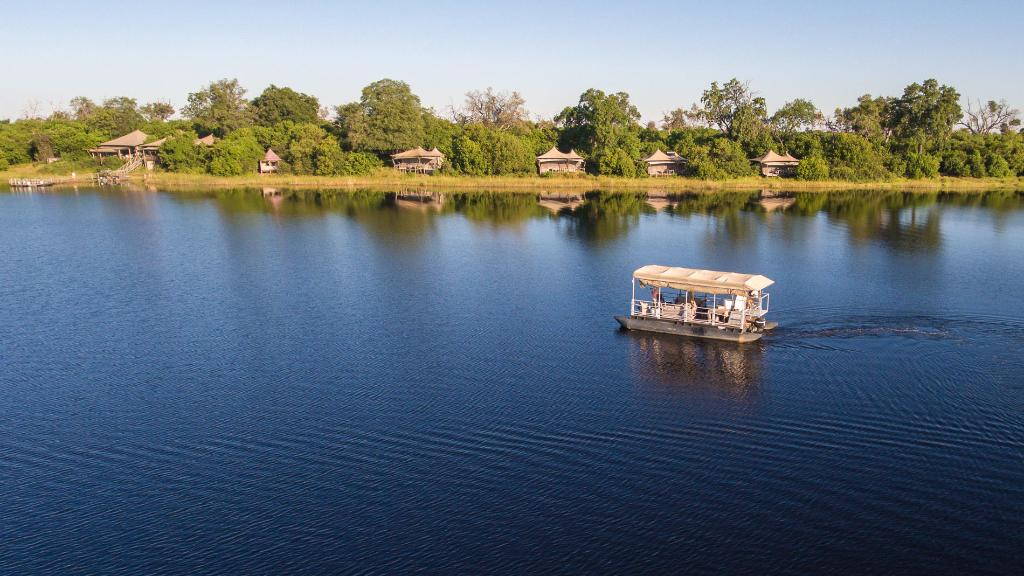 Umgebung des Little DumaTau in Botswana   Abendsonne Afrika