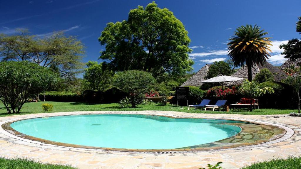 Pool in der Flamingo Hill Tented Camp in Kenia | Abendsonne Afrika