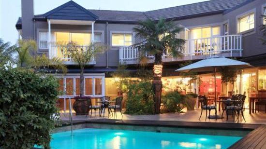 Blick auf das Cinnamon Boutique Guest House in Südafrika   Abendsonne Afrika