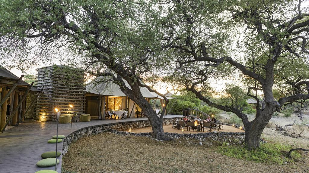 Veranda im Onguma Tented Camp inm Namibia | Abendsonne Afrika