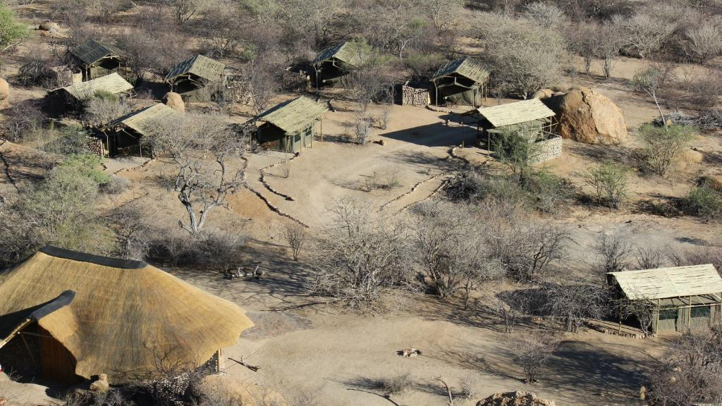 Chalets im Etemba Wilderness Camp in Namibia | Abendsonne Afrika