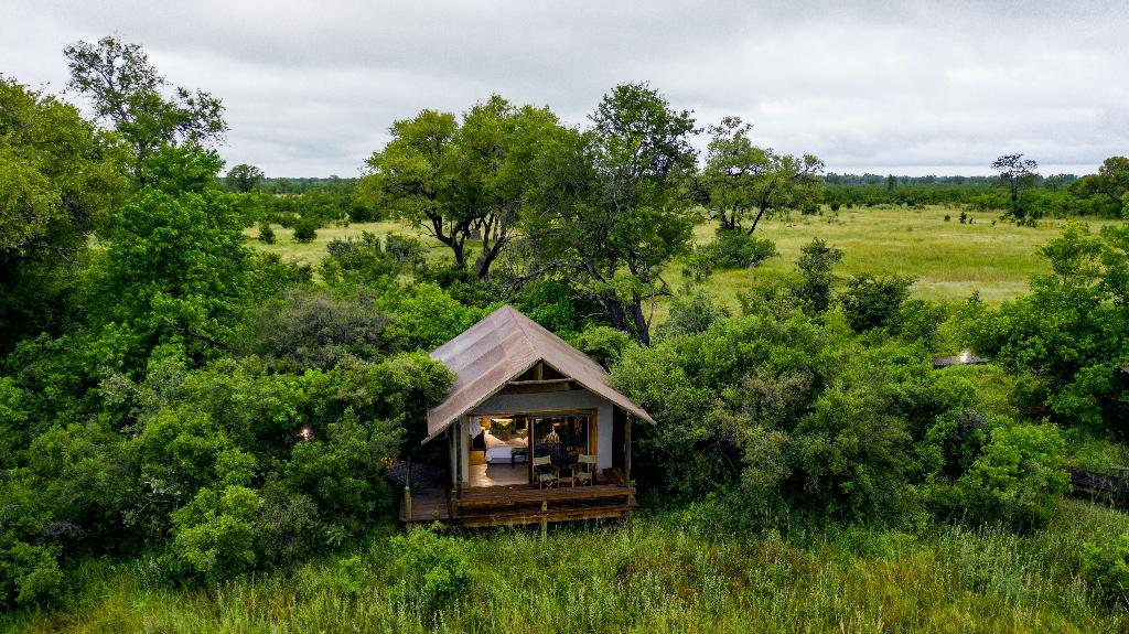Chalet im Little Sable in Botswana   Abendsonne Afrika