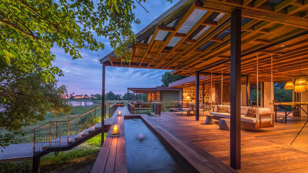 Haupthaus des Qorokwe Camps in Botswana | Abendsonne Afrika