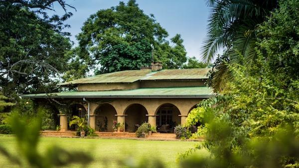 Blick auf das Huntingdon House in Malawi | Abendsonne Afrika
