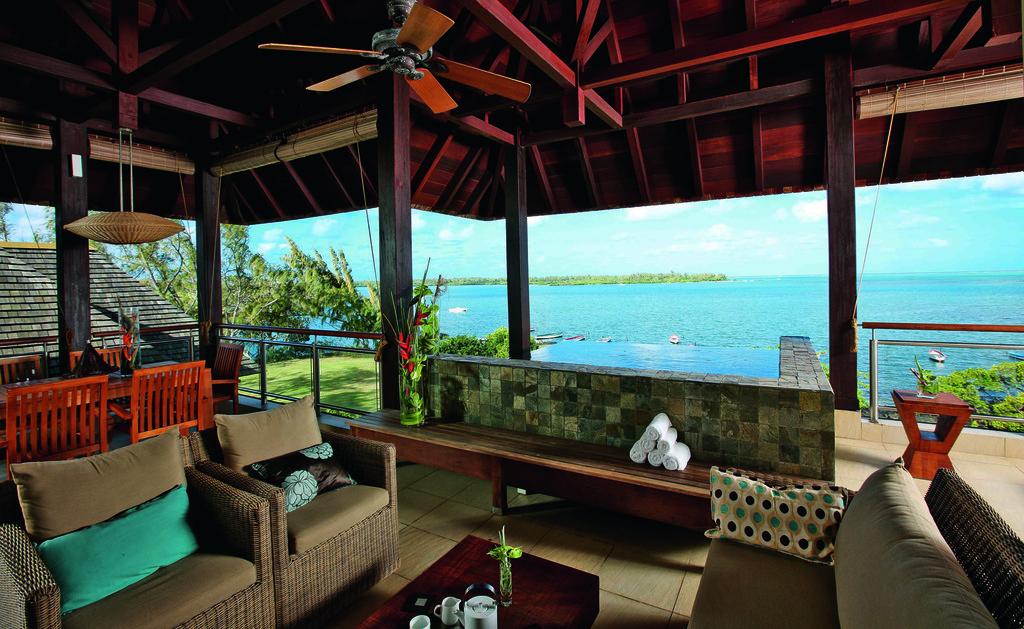 Balkon einer Suite im Anahita Golf & Spa Resort auf Mauritius | Abendsonne Afrika