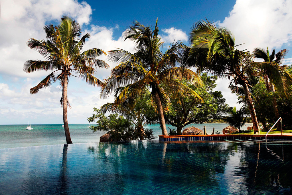 Infinity Pool des Anantara Bazaruto Island Resorts in Mosambik | Abendsonne Afrika