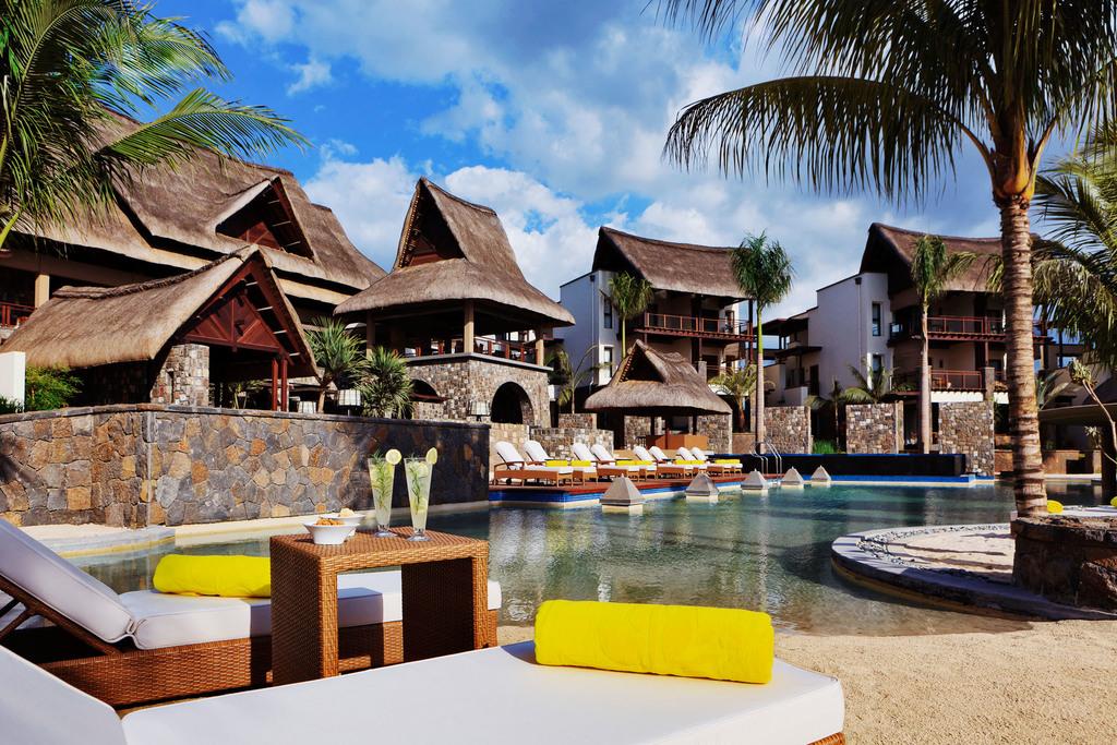 Poolanlage des Angsana Balaclava Resorts auf Mauritius | Abendsonne Afrika