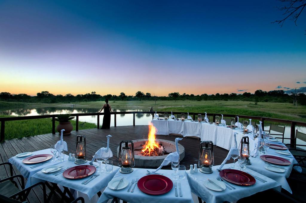 Boma in der Arathusa Safari Lodge in Südafrika | Abendsonne Afrika
