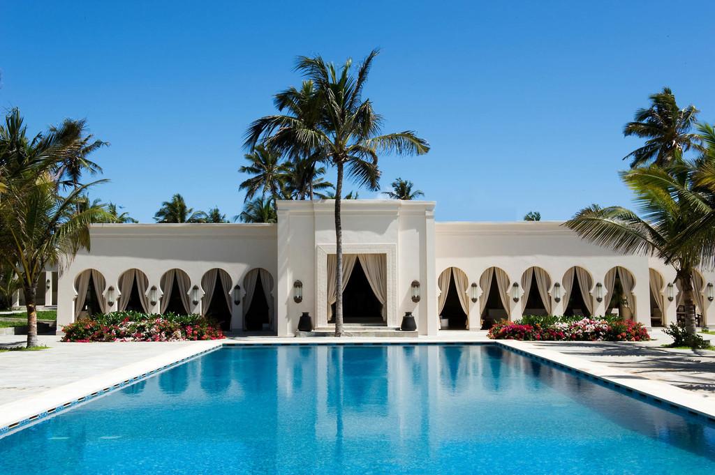 Swimmingpool des Baraza Resort & Spa auf Sansibar | Abendsonne Afrika