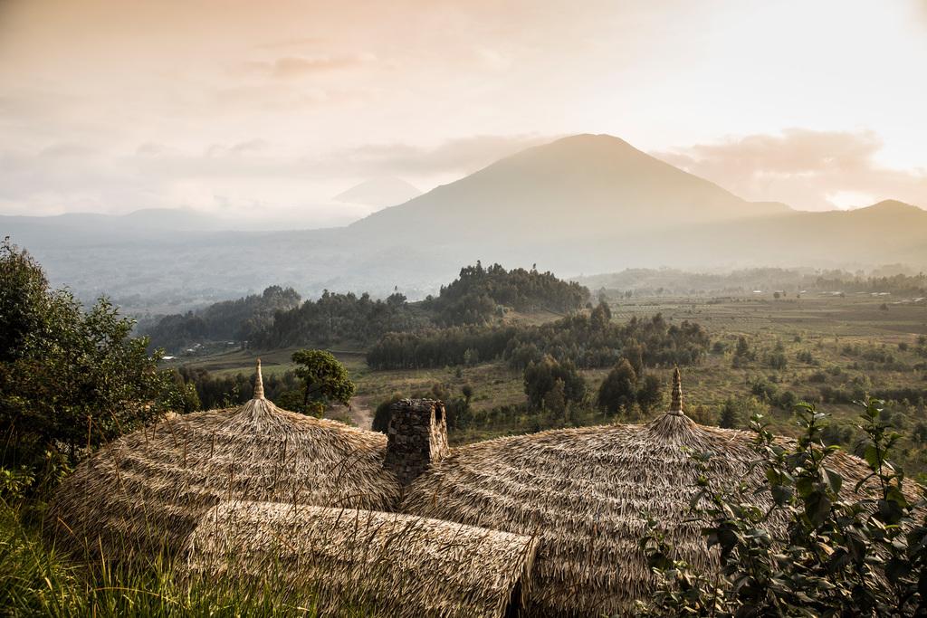 Ausblick von der Bisate Lodge in Ruanda | Abendsonne Afrika