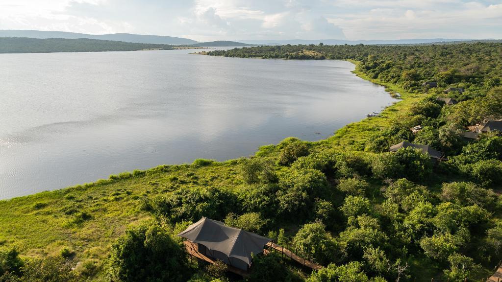 Blick auf das Magashi Camp in Ruanda | Abendsonne Afrika