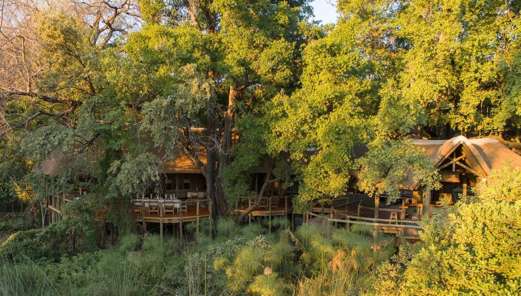 Außenansicht des Camp Moremi in Botswana | Abendsonne Afrika