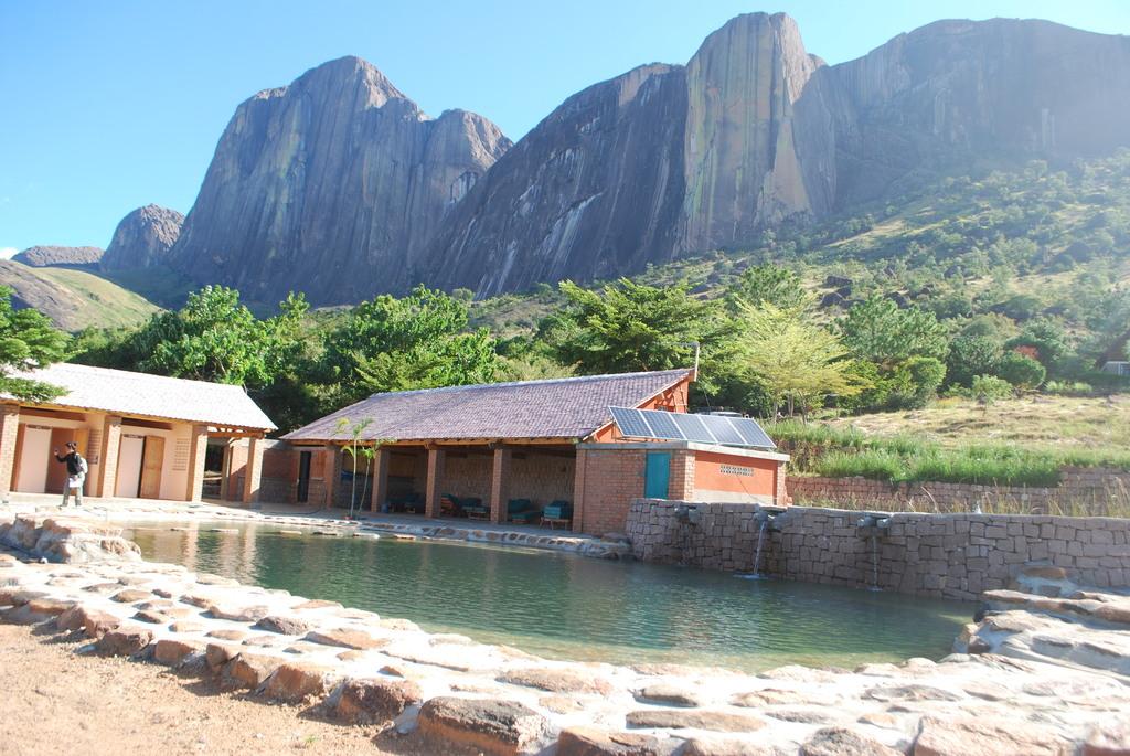 Poolanlage des Camp Catta auf Madagaskar | Abendsonne Afrika
