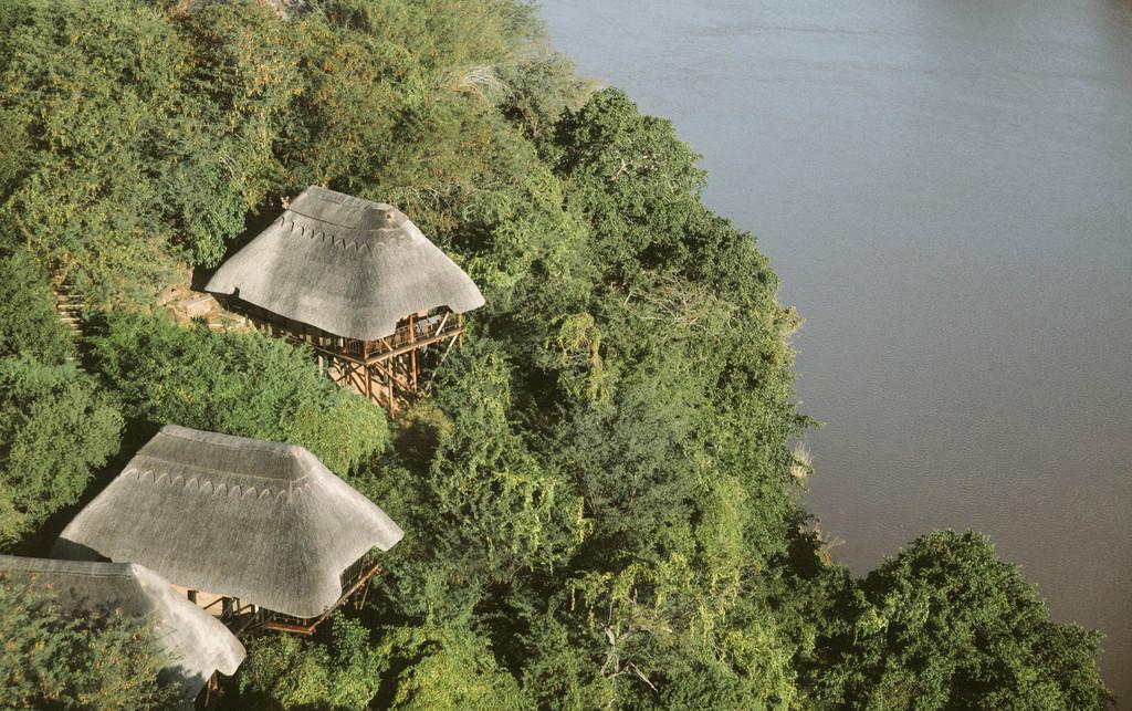 Lodge im Busch im Gonarezhou Nationalpark in Simbabwe | Abendsonne Afrika