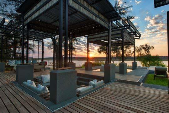 Sonnenuntergang in den Chobe Water Villas in Namibia | Abendsonne Afrika