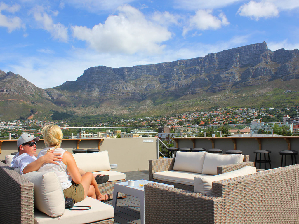 Ausblick auf den Tafelberg des Cloud Nine Boutique Hotel in Südafrika | Abendsonne Afrika