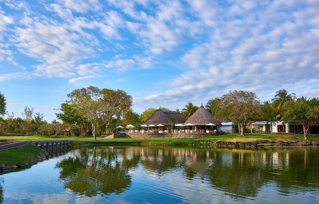 Blick auf das Restaurant des Constance Belle Mare Plage auf Mauritius | Abendsonne Afrika