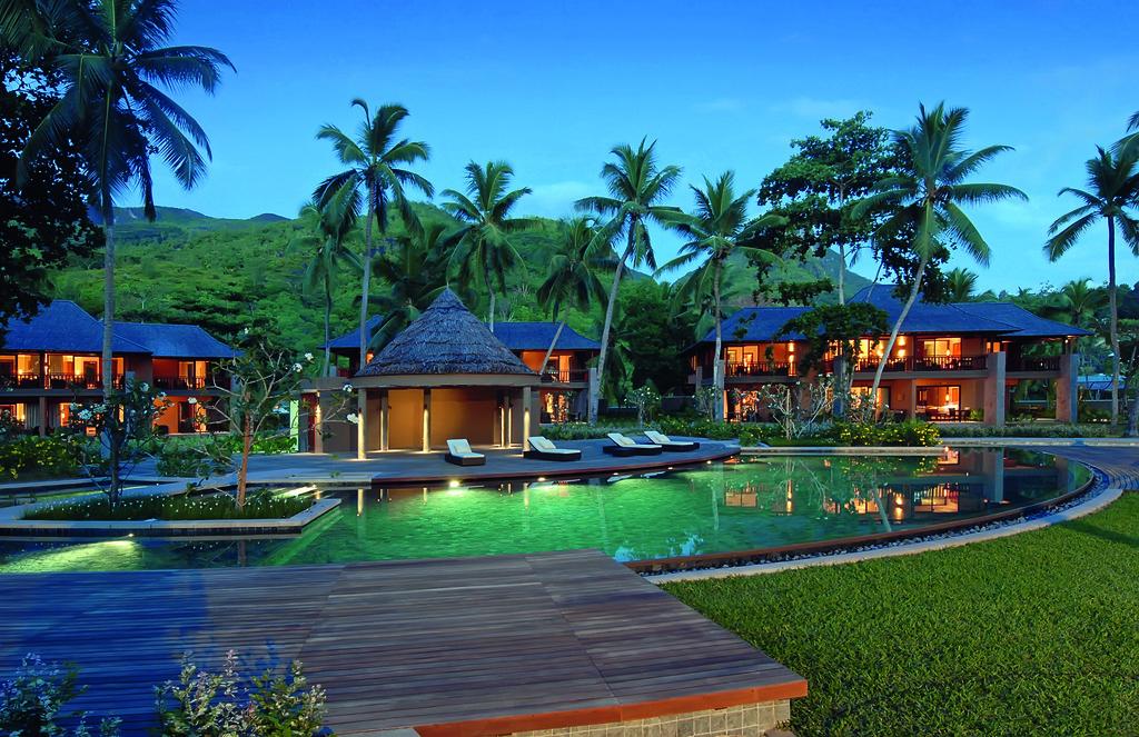 Anlage des Constance Ephélia Resort auf den Seychellen | Abendsonne Afrika