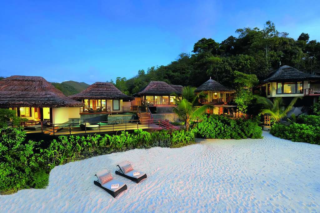Präsidenten Villas im Constance Lémuria Resort auf den Seychellen   Abendsonne Afrika