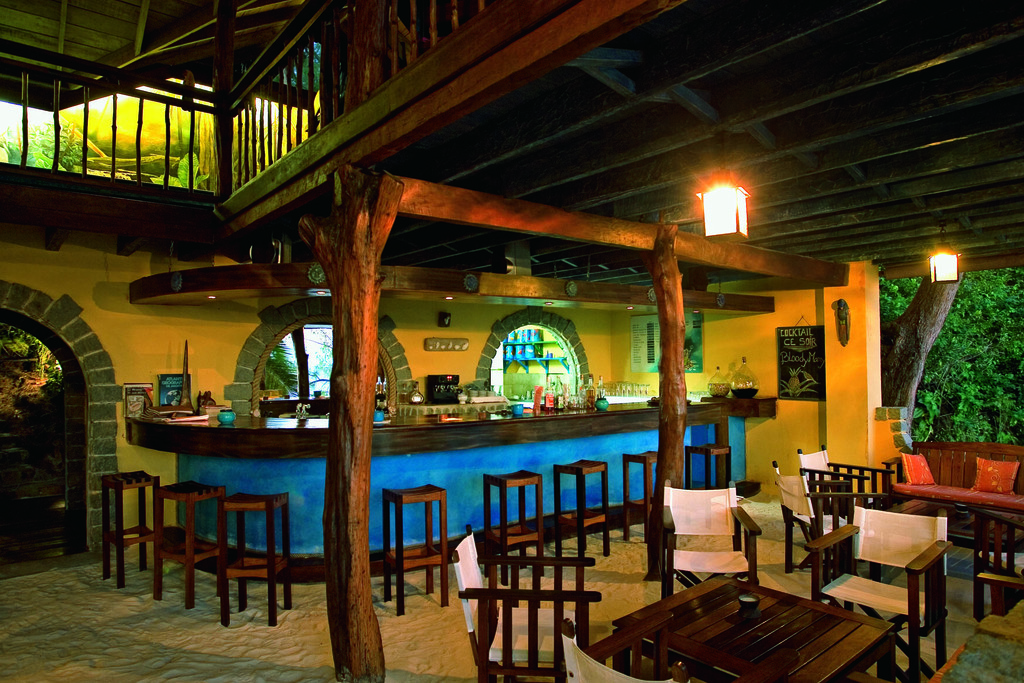 Bar der Constance Lodge auf Madagaskar | Abendsonne Afrika