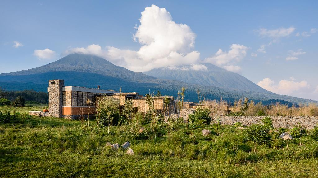 Blick auf die Singita Kwitonda Lodge in Ruanda   Abendsonne Afrika