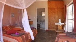 Zimmer auf der Bambatsi Guest Farm in Namibia | Abendsonne Afrika