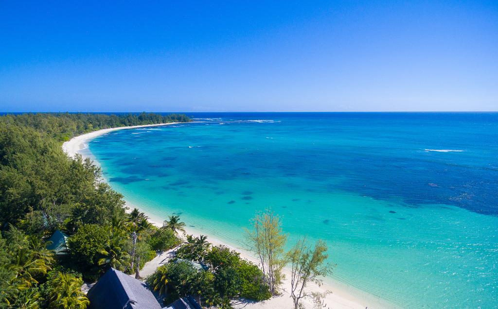 Küste von Denis Private Island auf den Seychellen | Abendsonne Afrika