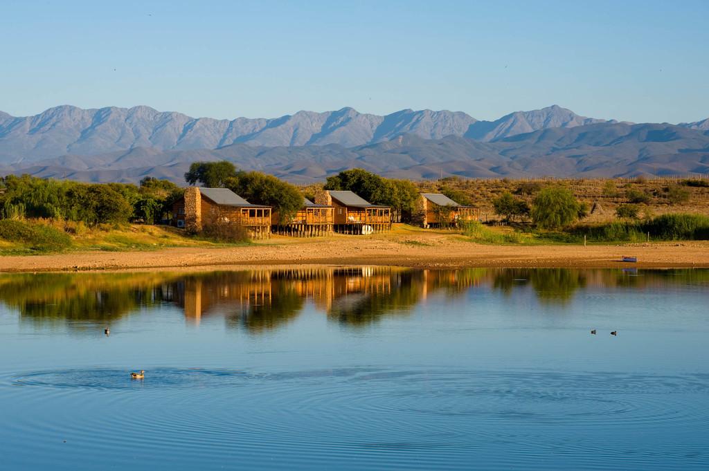 Blick auf das De Zeekoe Guesthouse in Südafrika | Abendsonne Afrika