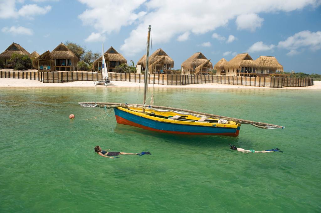Baden bei der Dugong Beach Lodge in Mosambik | Abendsonne Afrika