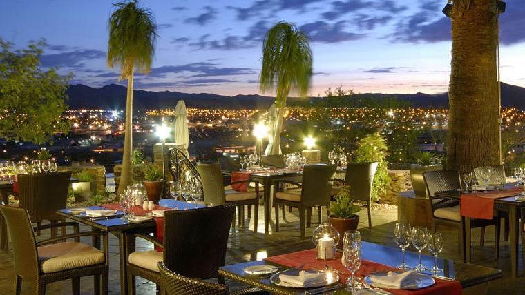 Blick vom Hotel Heinitzburg in Namibia   Abendsonne Afrika