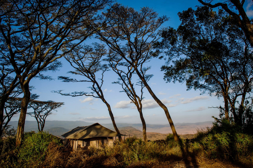 Blick auf das Entamanu Ngorongoro Camp in Tansania | Abendsonne Afrika GmbH