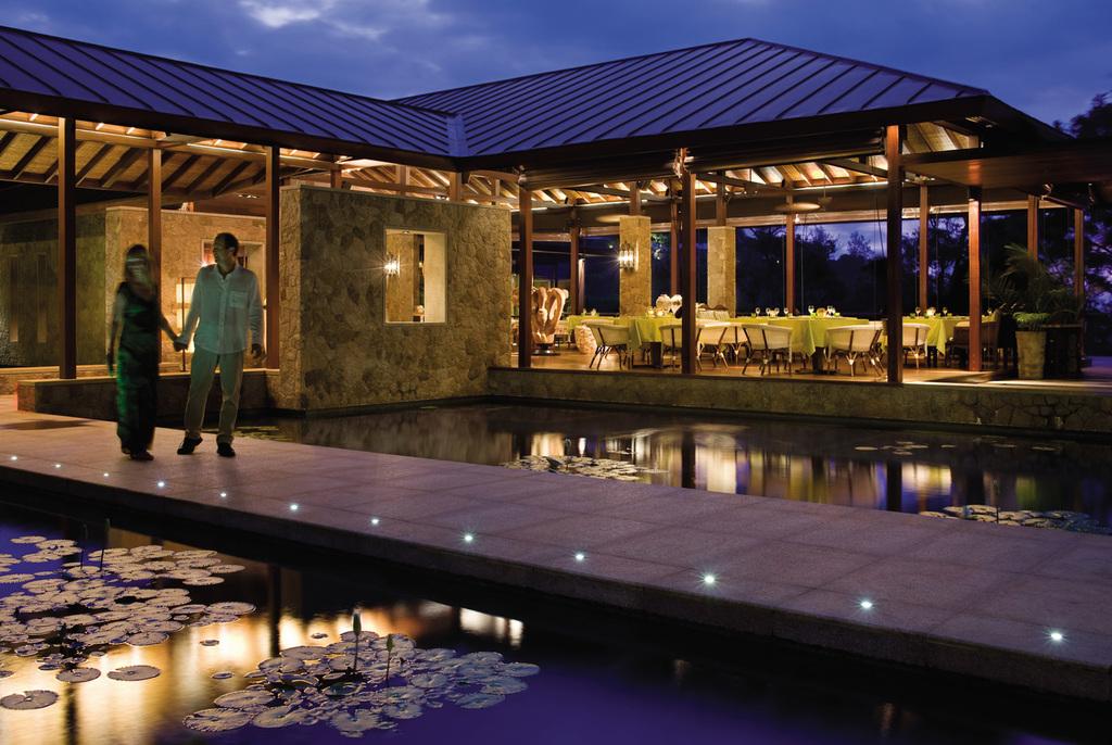 Restaurant des Four Seasons auf den Seychellen | Abendsonne Afrika