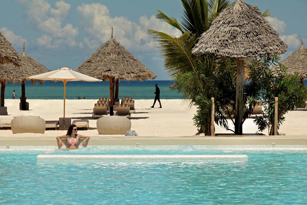 Pool des Gold Zanzibar Beach House & Spa auf Sansibar   Abendsonne Afrika