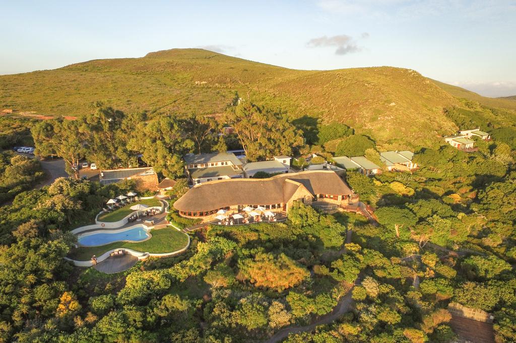 Blick von oben auf die Grootbos Garden Lodge in Südafrika | Abendsonne Afrika