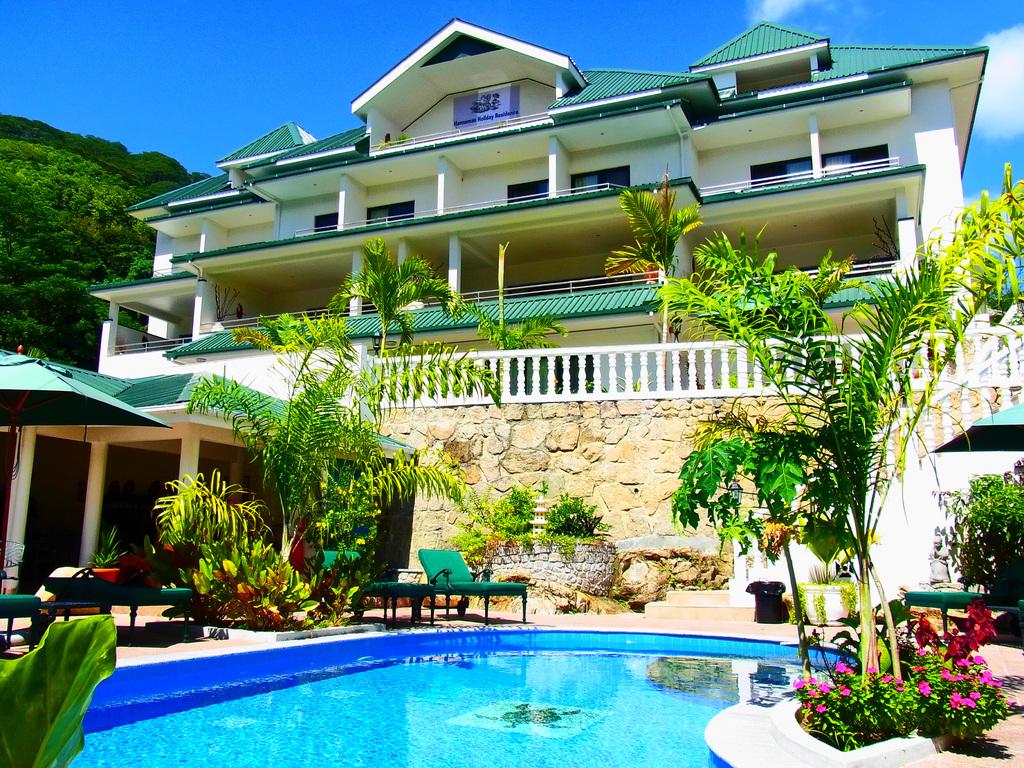 Pool der Hanneman Holiday Residence auf den Seychellen | Abendsonne Afrika