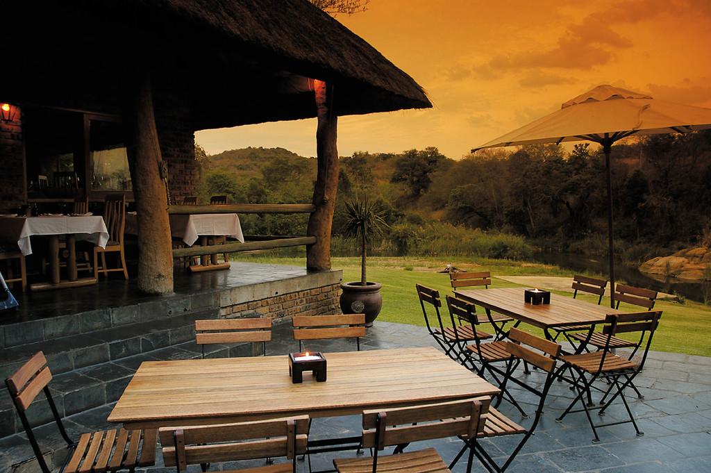 Essbereich des Hippo Hollow in Südafrika | Abendsonne Afrika